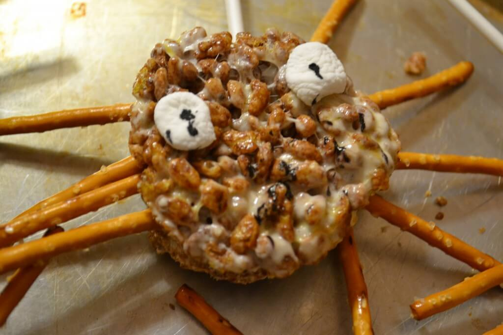 halloween recipe for spider rice krispies treats