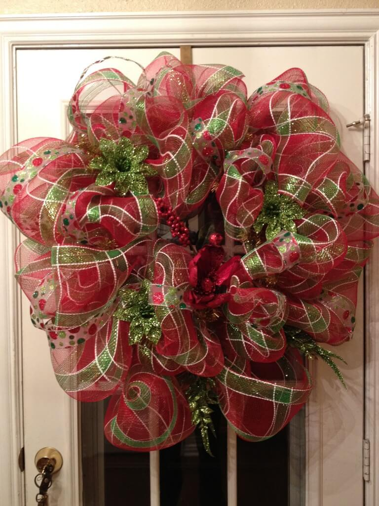 how to make a deco mesh Christmas wreath