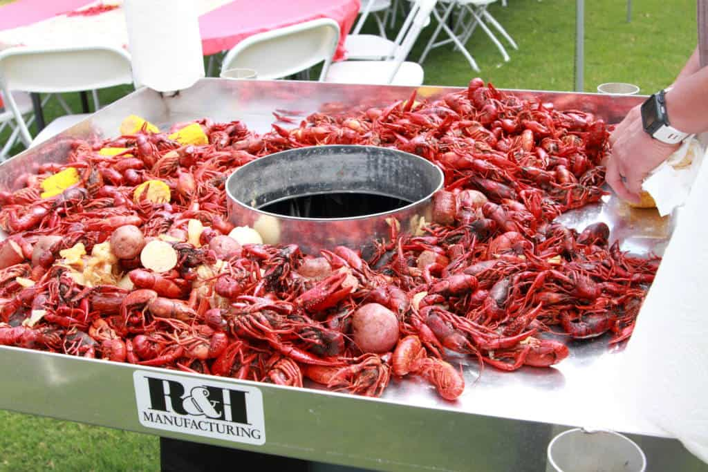 How to throw a Louisiana-style Crawfish Boil - Mommy Upgrade