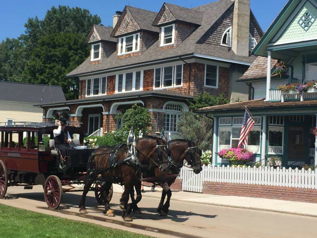 carriages on mackinac island