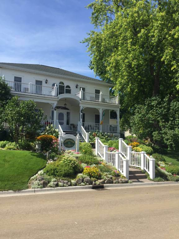 beautiful house on mackinac island