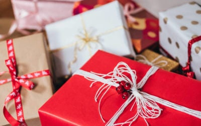 """15 Ways to """"Give Back"""" During this Holiday Season"""